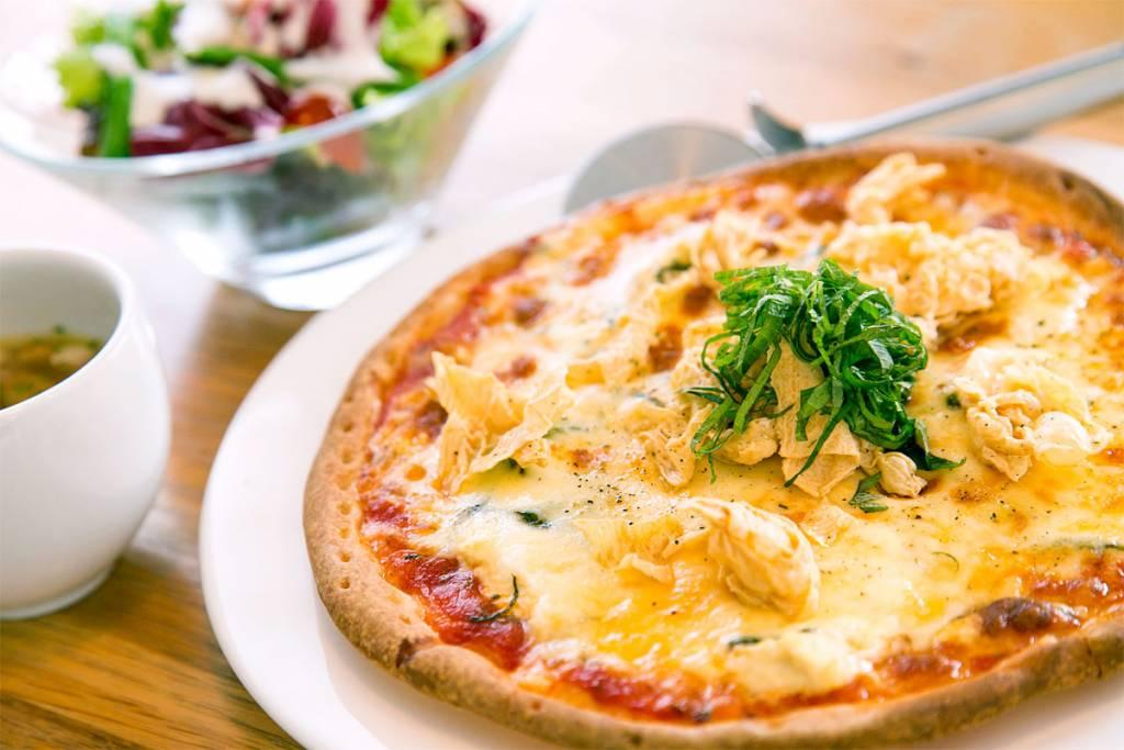 ピザは+400円でサラダ・スープセットにできます