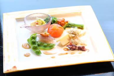 『春の足音』寒椿寿司 鯵と雲丹の重ね寿司 筍寿司