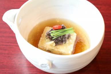 穴子豆富の揚げ出汁 磯辺おろし 芽葱 生姜 クコの実