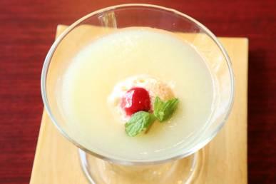 桃のスープ仕立て バニラアイス