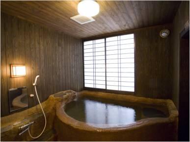 土造りの貸切風呂