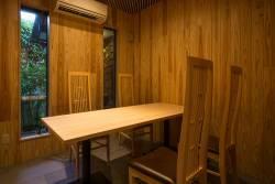 テーブル席、カウンター席の他個室もございます