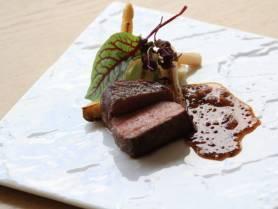 肉料理:イベリコ豚のロースト 季節野菜 ~粒マスタードソース~