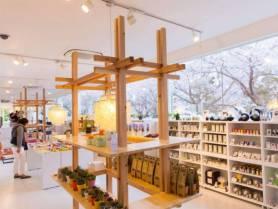 cafe&shop KIHAKO_佐賀の焼き物をはじめ、かわいい雑貨やお土産品を取りそろえております。