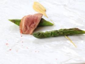 前菜:アスパラガスのソテー ~鴨、マスタード、ピンクペッパー~