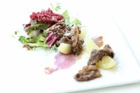 佐賀県産和牛の炙り~白桃、グラナパダーナ、彩りサラダ~