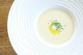 豆乳のスープ~鱈、ハーブオイル、シブレット~