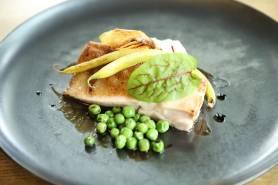 有田鶏のロースト~じゃがいものピューレ、春野菜、バルサミコ~