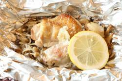鶏ももと赤魚と帆立貝の初秋のキノコ三種のホイル焼き