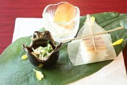 九十豆乳摺り流し 穴子の小袖寿司 水菜と菊花のおひたし