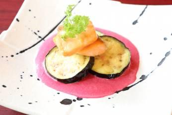 秋茄子とサーモンの岩塩焼き~レッドビーツのソース~