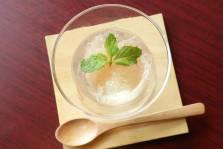 桃のコンポート 白ワインゼリーかけ