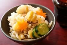 食事:きのこと栗の炊き込みご飯